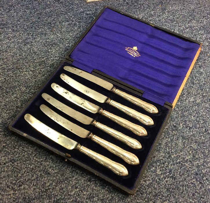 A cased set of six silver handled tea knives. Appr