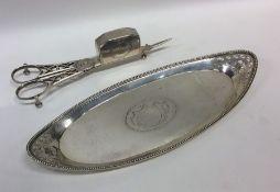 A good pair of Georgian silver snuffers. London. B