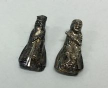 Two chased Chinese silver figures. Approx. 8.3 gra