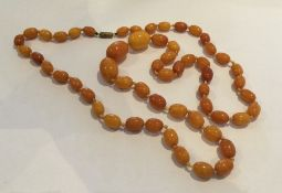 A good string of yellow amber beads. Approx. 53 gr