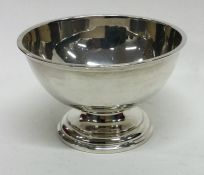 An Edwardian silver Georgian style sugar bowl on s