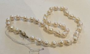 A gold mounted pearl necklace. Approx. 28 grams. E