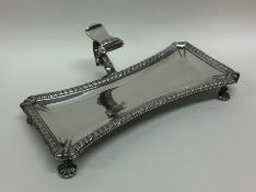 A heavy George III silver snuffer tray with gadroo