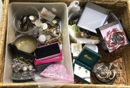 A box containing costume jewellery. Est. £20 - £30
