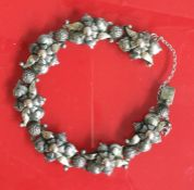 A stylish silver bracelet with concealed clasp. 24