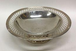 An Edwardian silver sweet dish with pierced rim. B