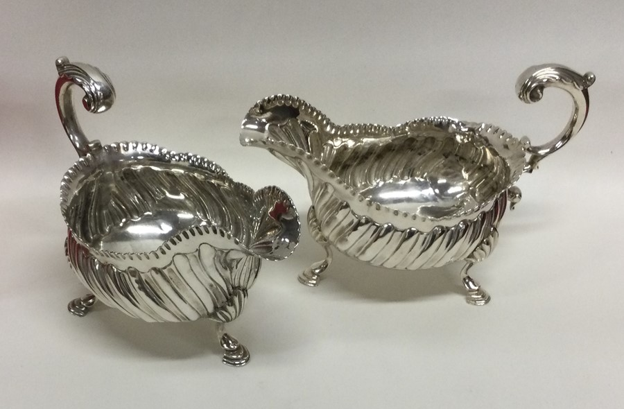 A good pair of heavy George III silver sauce boats - Image 2 of 3