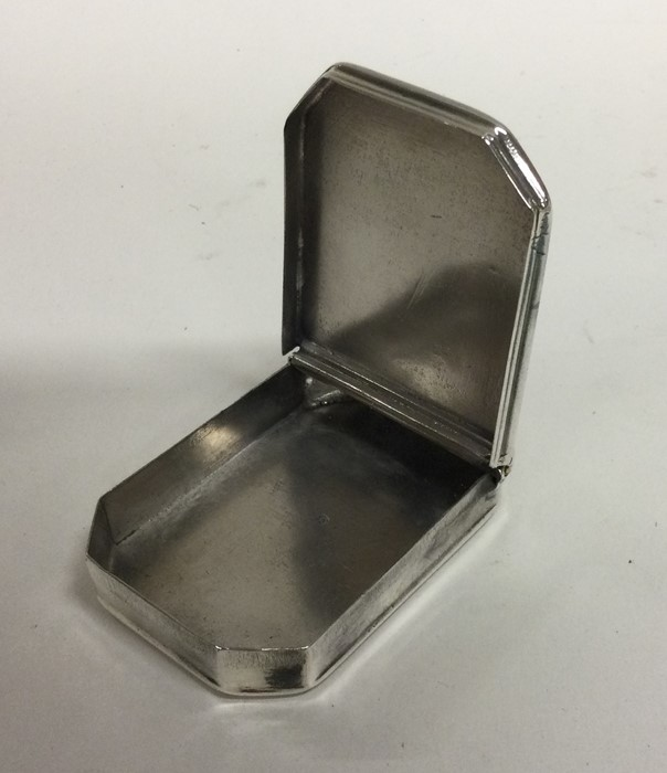 An early 18th century hinged top silver snuff box - Image 2 of 3