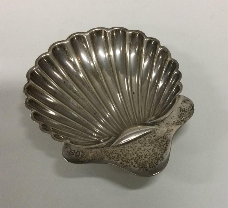 An Edwardian silver butter shell. London. Approx.