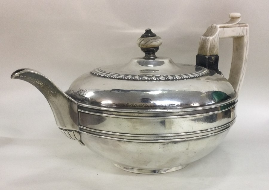 A good heavy circular Georgian silver teapot. Lond - Image 2 of 3