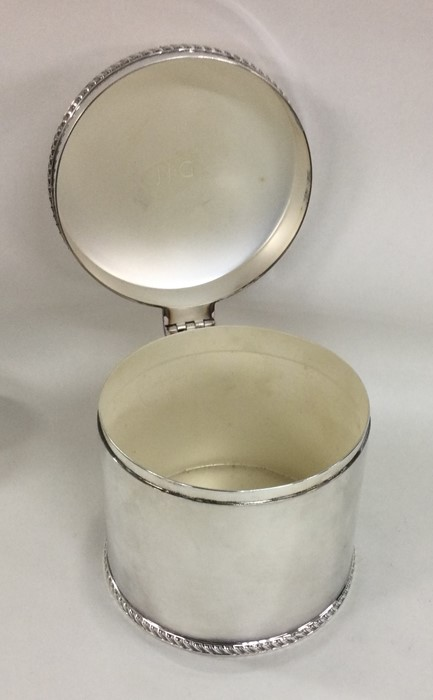 A good quality cast silver hinged top biscuit box - Image 3 of 3