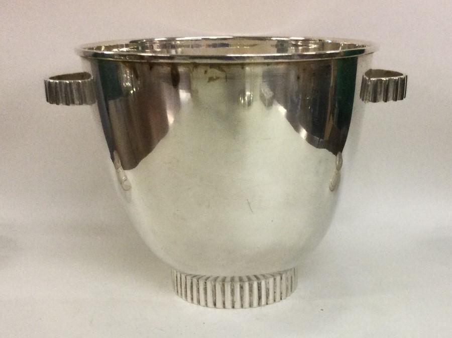 A stylish silver ice bucket on pedestal base. Appr - Image 2 of 2