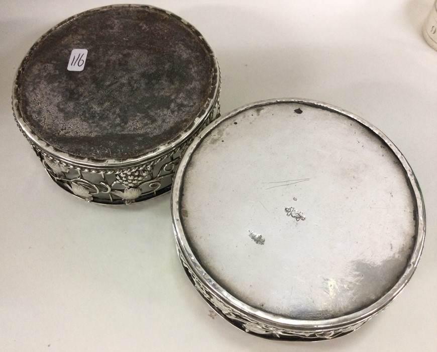 A good pair of George III silver wine coasters att - Image 2 of 2