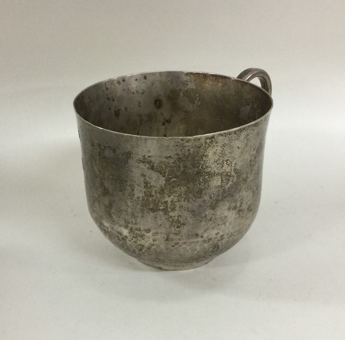 A good Antique silver mug with textured body. Appr - Image 2 of 2