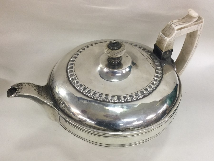 A good heavy circular Georgian silver teapot. Lond - Image 3 of 3
