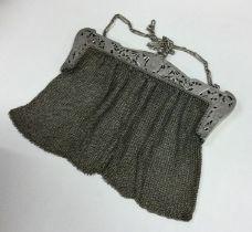 A heavy silver lady's mesh handbag on suspension c