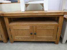 Oak corner TV audio cabinet with shelf and 2 door cupboard under (12)