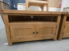 Oak corner TV audio cabinet with shelf and 2 door cupboard under (13)