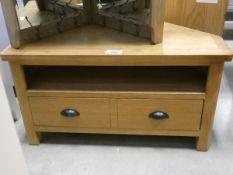 Oak corner TV audio unit with shelf and large single drawer under (29)