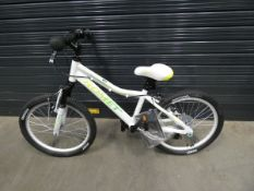 Ronet white and green child's bike with box