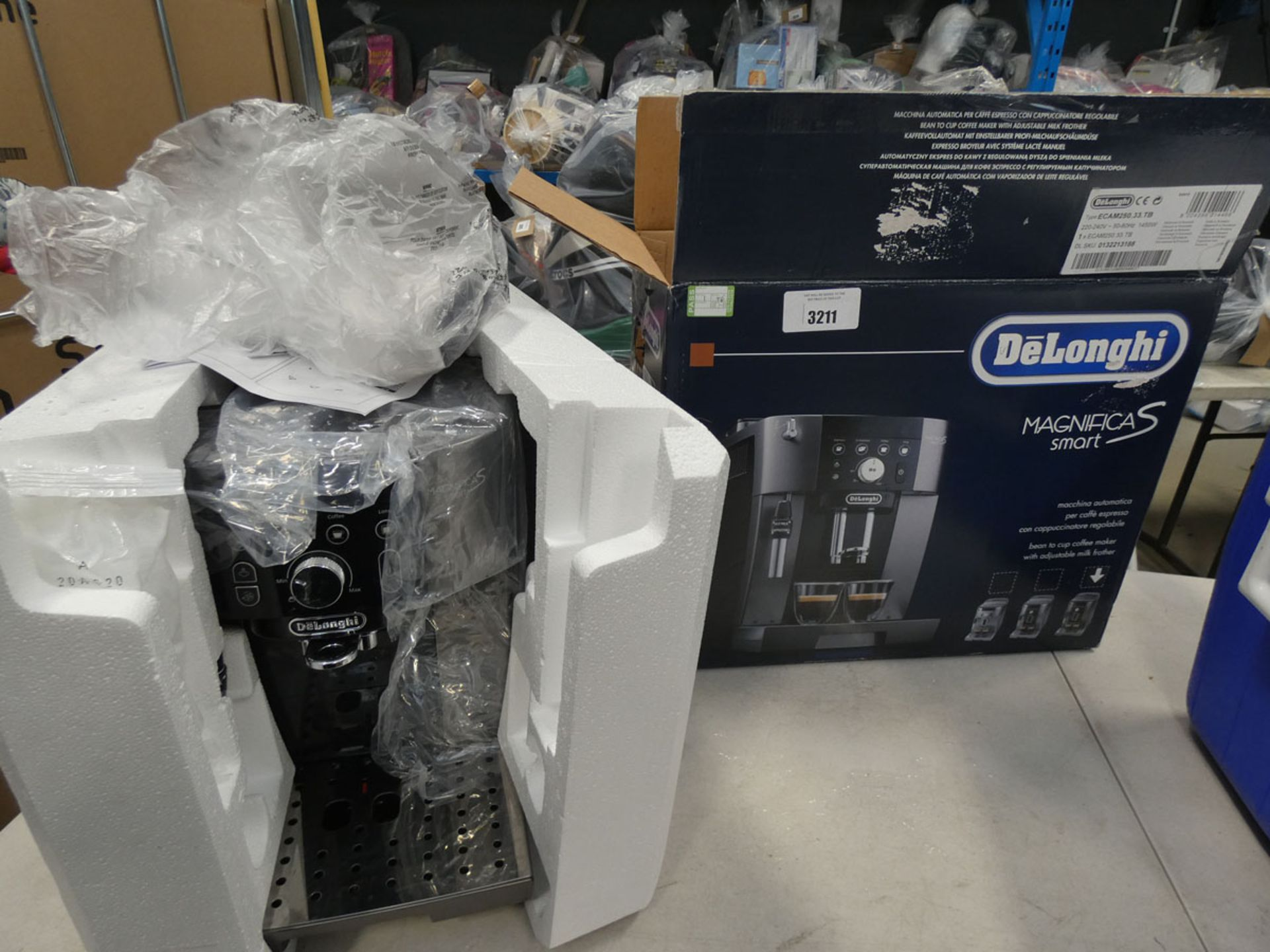(TN56) Boxed De'Longhi Magnifica smart coffee machine