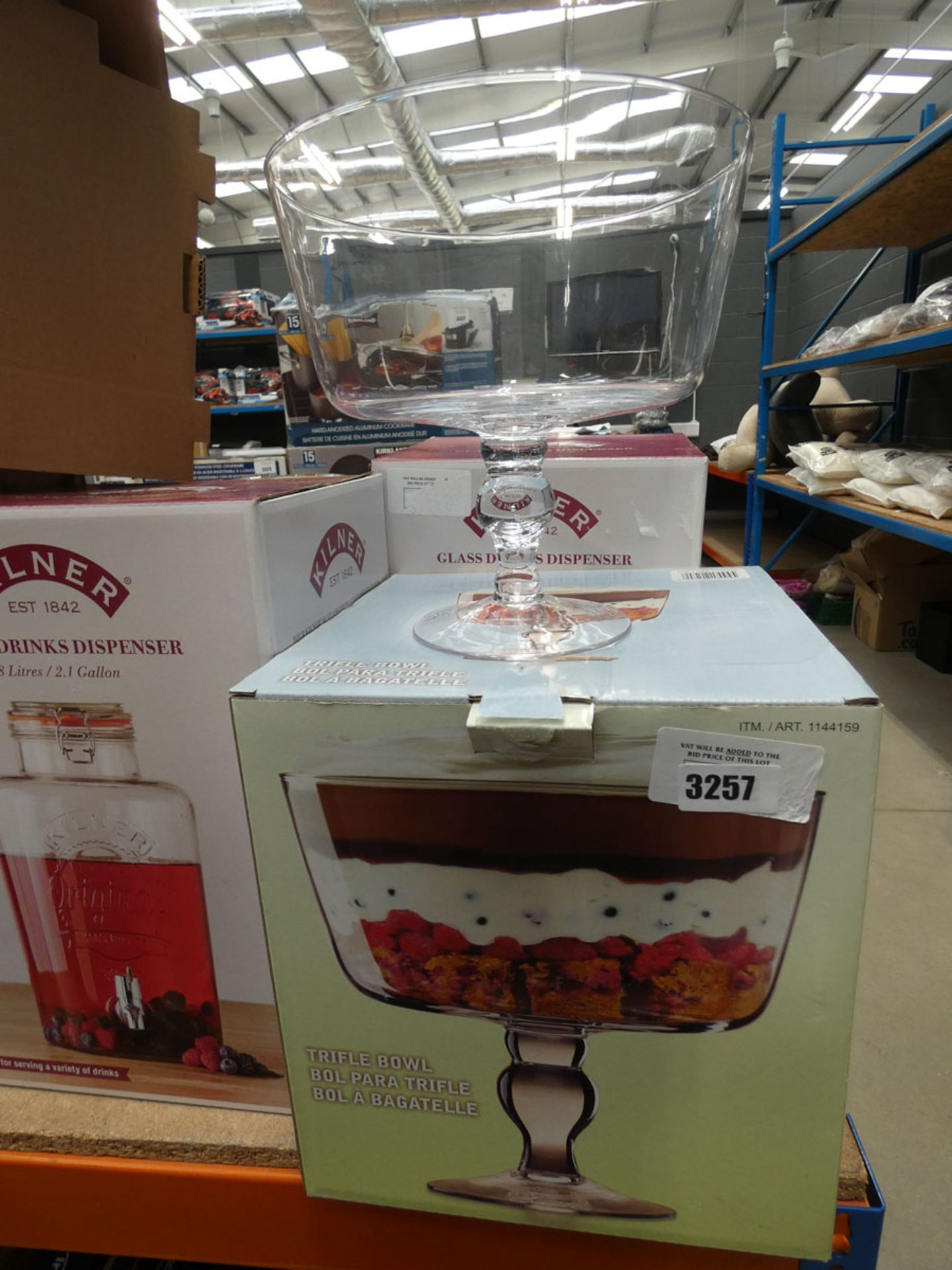 3062 - Boxed trifle bowl and a Kilner glass drinks dispenser