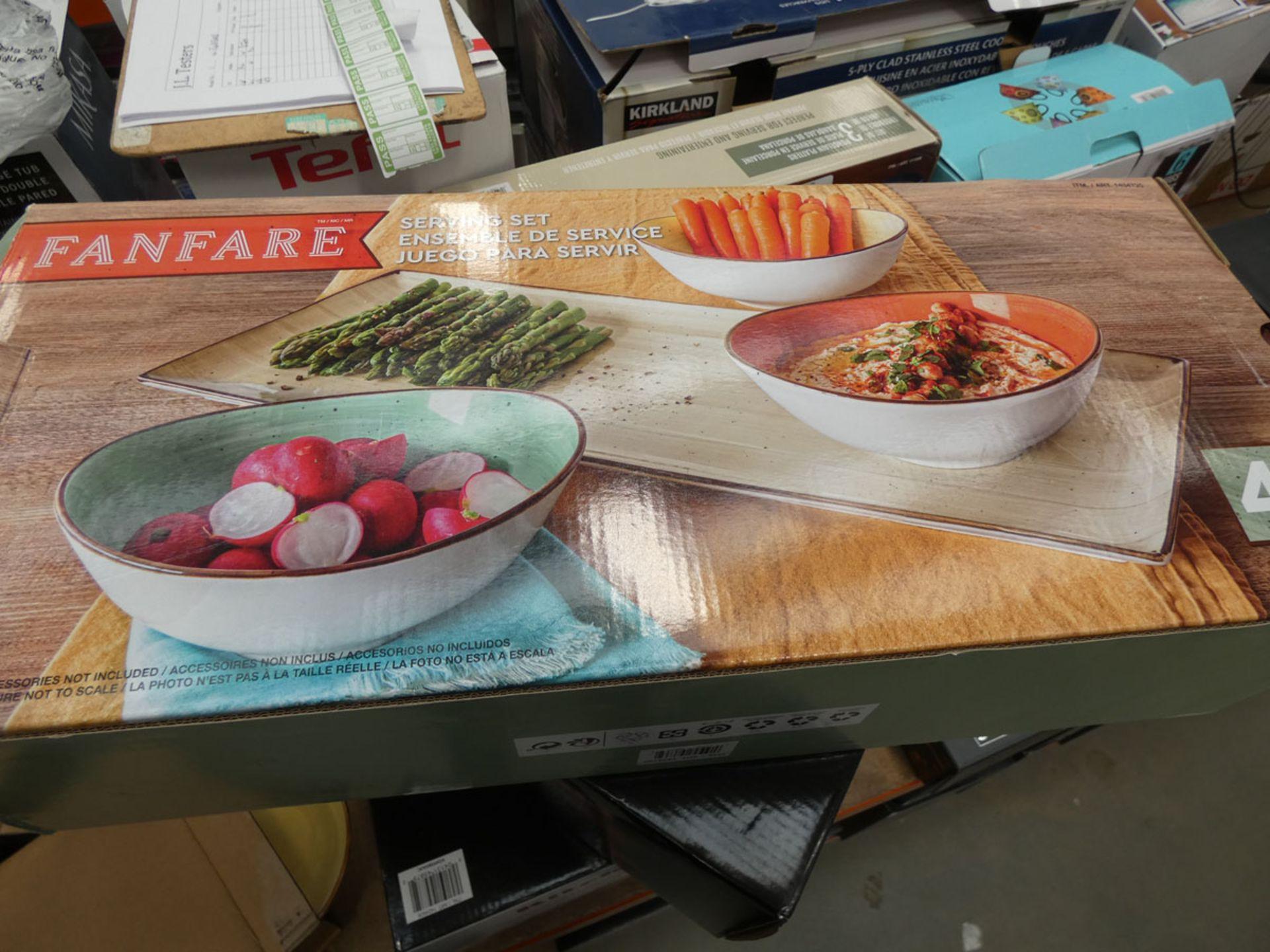 Boxed serving set