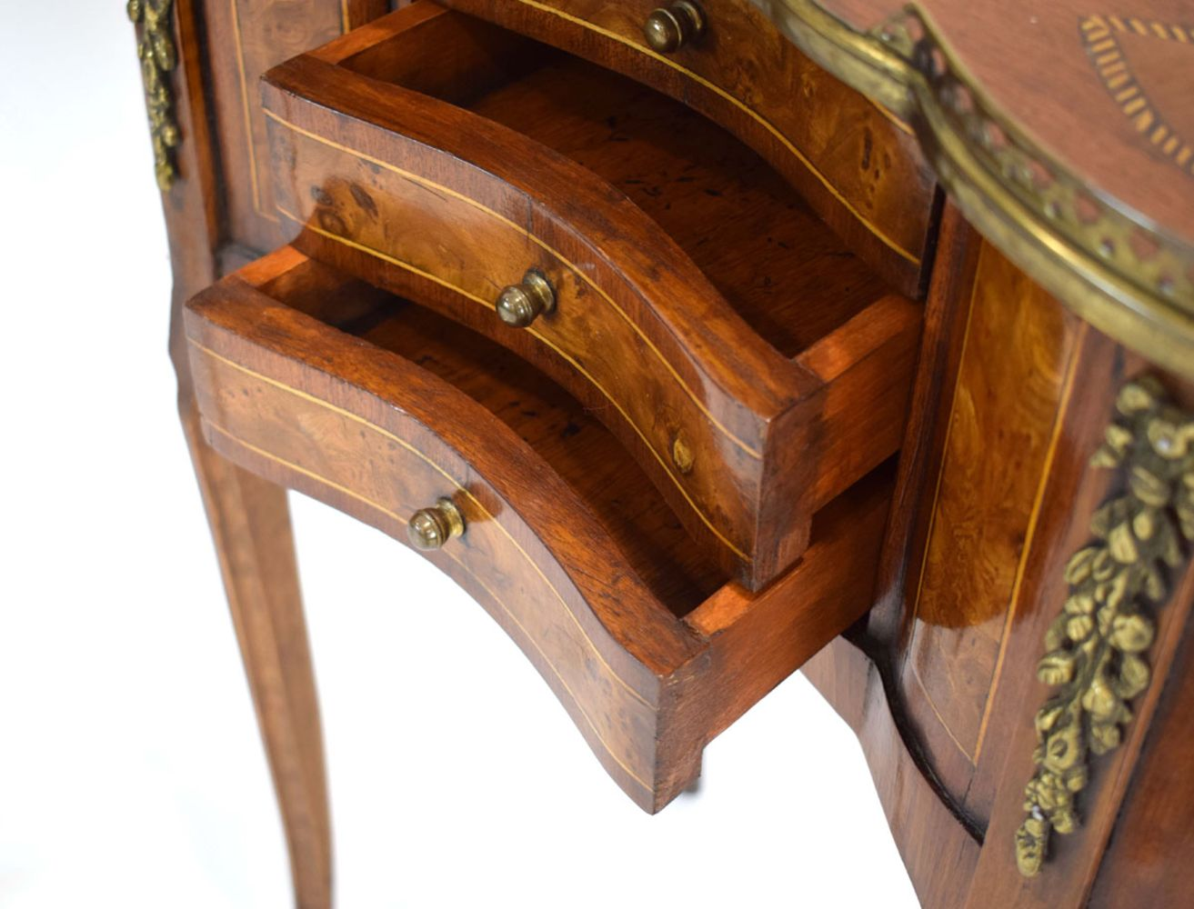 Antique Furniture, Works of Art, Paintings, Silver, Ceramics, Glass, Collectors' Items, Collectable Toys and Jewellery