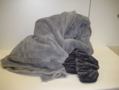 Bag containing 2 grey throws