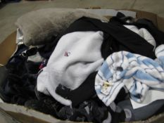 Pallet of used second hand clothing, linen, both odd and used shoes, etc.