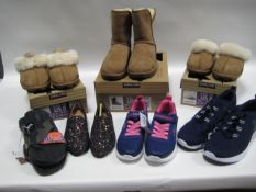 3 pairs of boxed shoes incl. 2 pairs of slippers in size 6 and pair of Kirkland boots in size 7