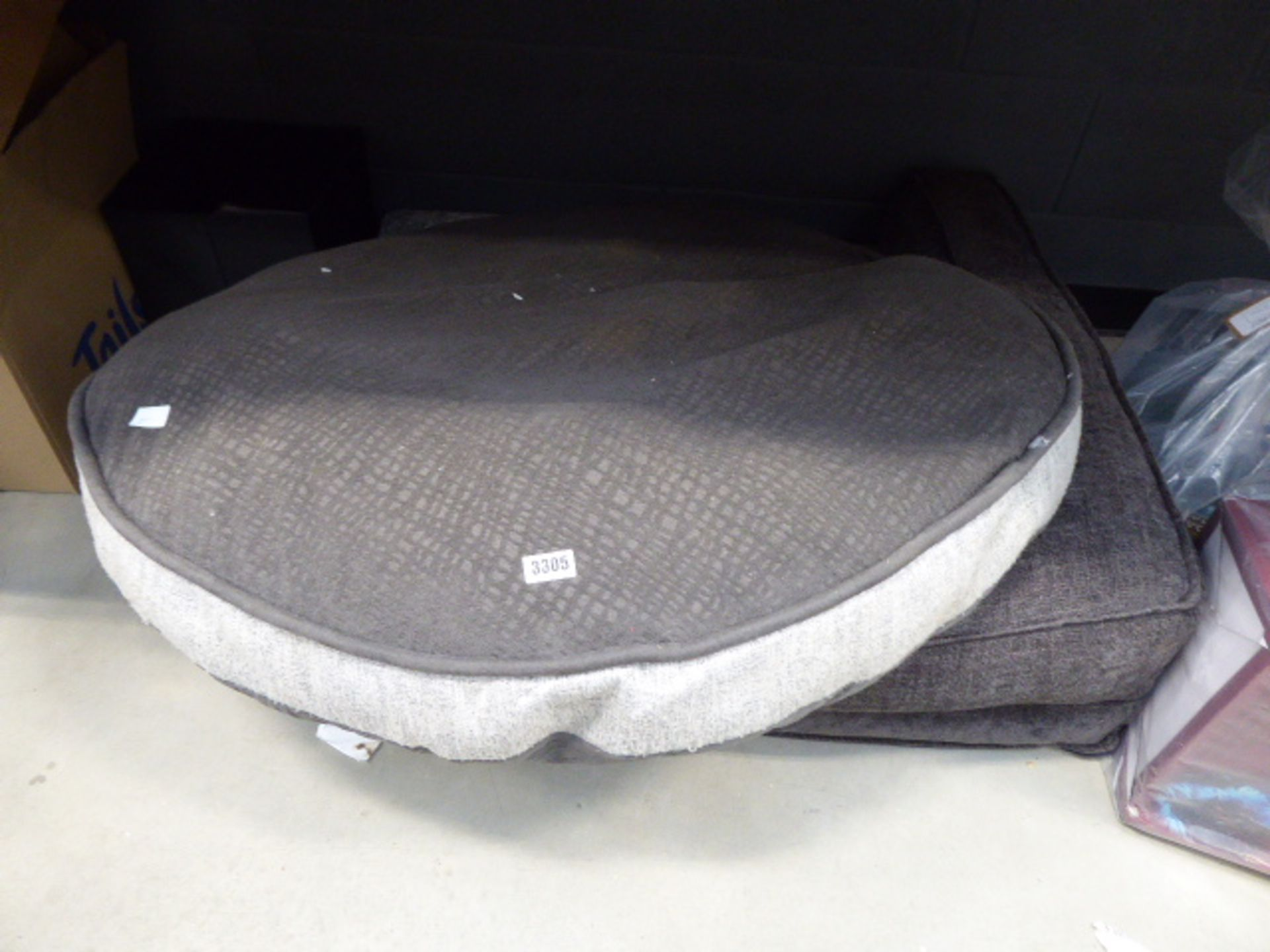 2 mixed size dog beds