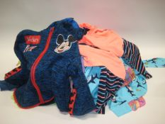 Small bag of children's clothing incl. sleeping sets, dressing up green dress, 2 small hoodies, etc.