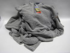 Bag containing 8 Orvis knitted zipped gents tops in blue and grey finish, most have pulls to the