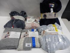Lot containing ladies DKNY dressing gown size small, 2 ladies flora Nikrooz long sleeve womans