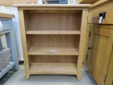 Small oak open front bookcase (163)
