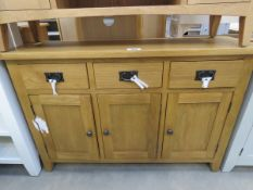 Oak sideboard with 3 drawers and 3 single cupboards (1)