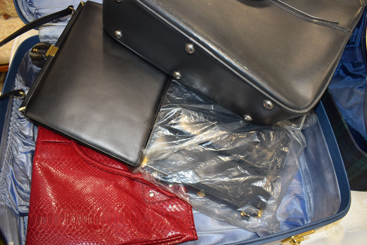 A quantity of travelling cases, handbags and other bags - Image 2 of 2