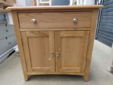 Oak small sideboard with single drawer and 2 door cupboard (140)
