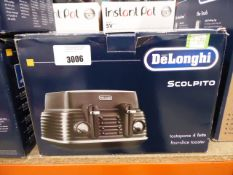 (TN59) De'Longhi Scolpito 4 slice toaster Item is in good condition. Little to no use