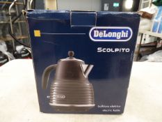 (TN19) Boxed De'Longhi Scolpito electric kettle Little use but stain in the bottle of the kettle.
