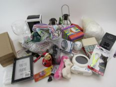 Mixed housewares and ornaments to include photo frame, fitness wristbands, solar lights, tea pot,