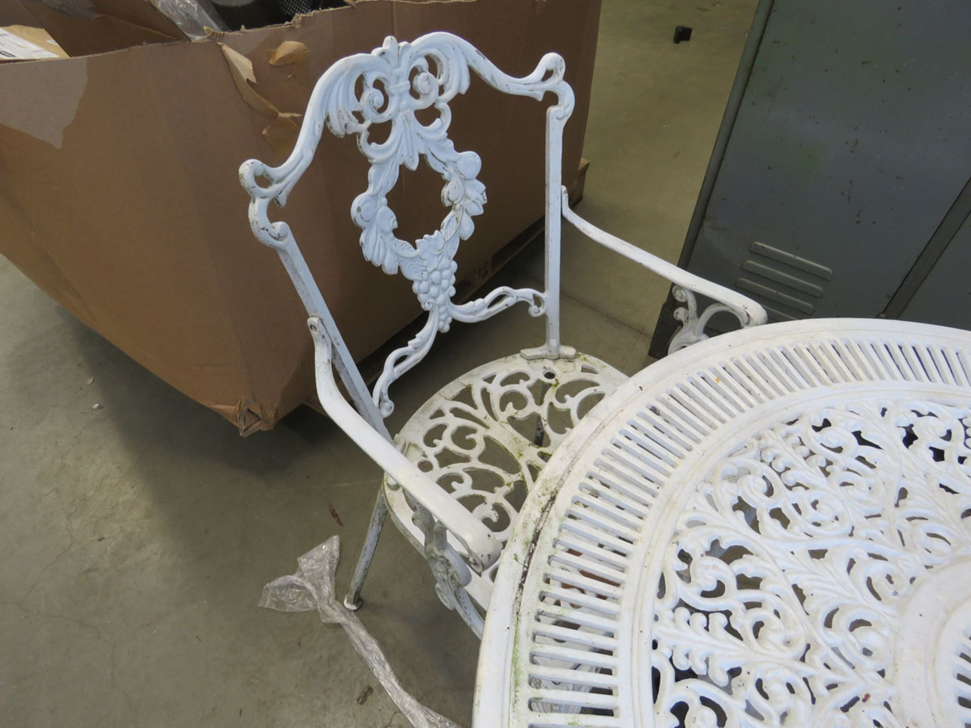 Metal round white garden table and 3 matching armchairs - Image 2 of 2