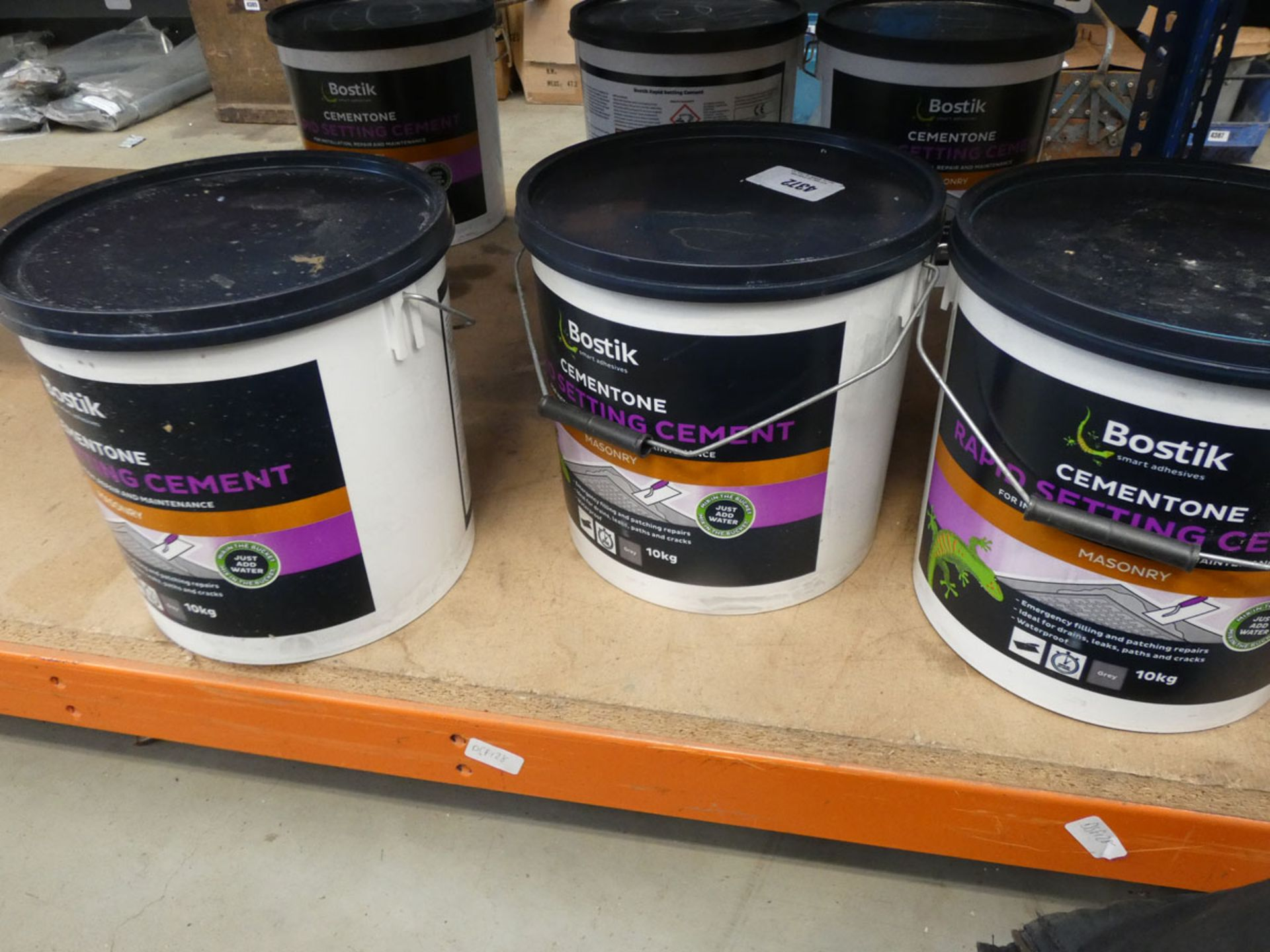 3 tubs of Bostik rapid setting cement