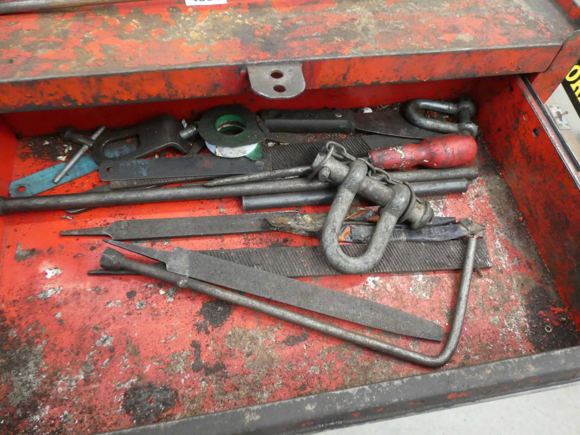 Red 4 wheeled toolbox, bottle jack, trolley jack and a mechanics creeper board - Image 3 of 3