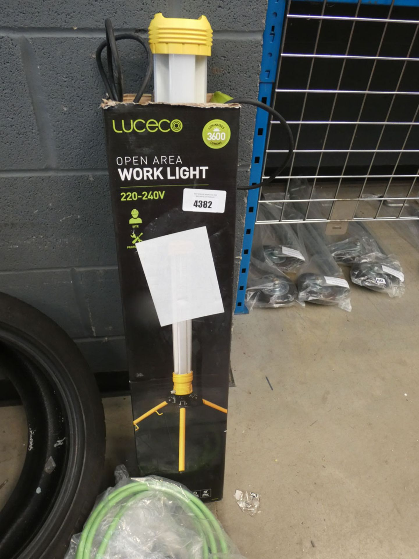 Lekico work light and a charging cable