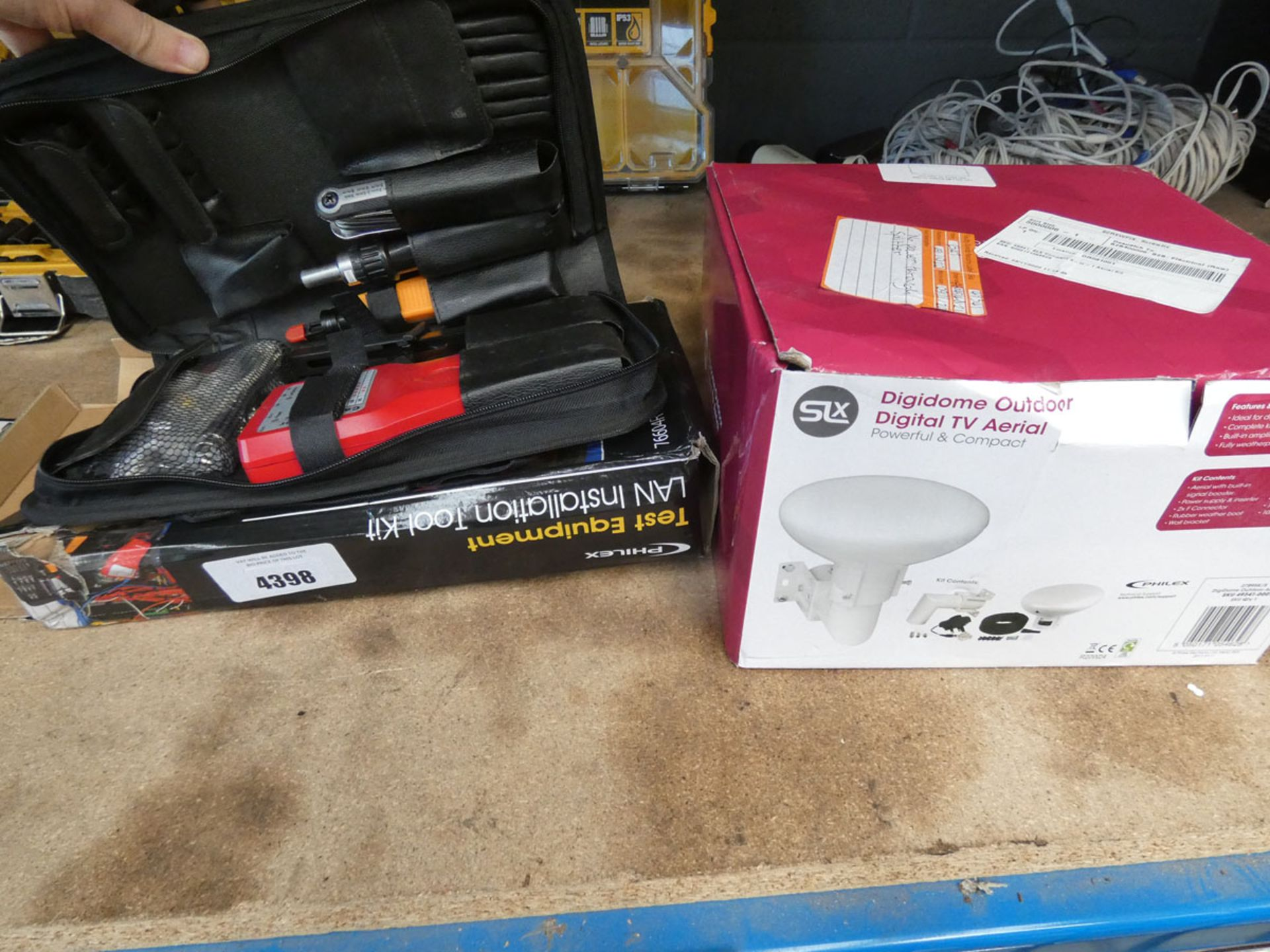 4695 - LAN installation toolkit and a digital TV aerial