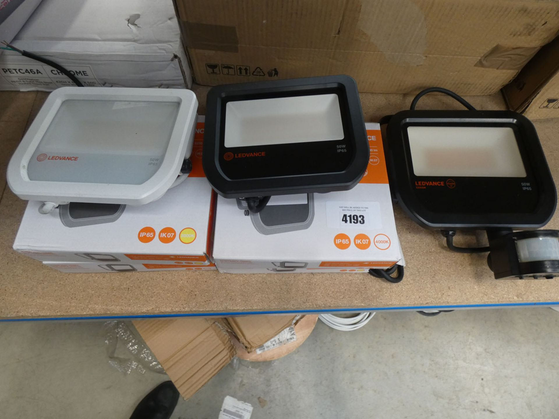 4 boxed and 3 unboxed Ledvance floodlights