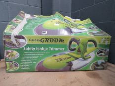 4097 Garden Groom electric hedge cutter