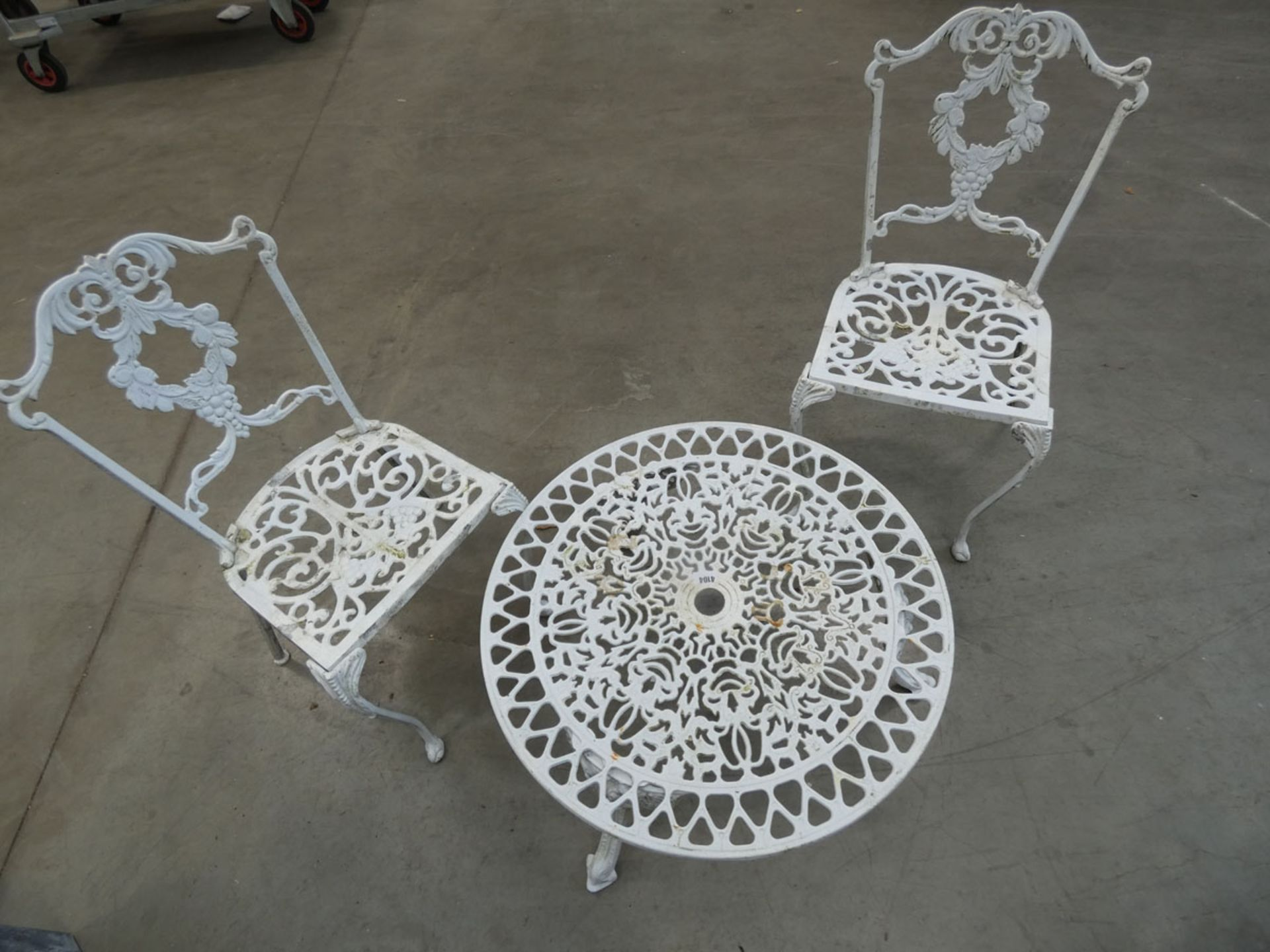 Low round metal garden table and 2 matching chairs - Image 2 of 2